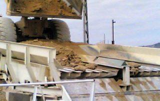 Camión descargando en Parrillas Vibrantes Rollier de la Serie GRV